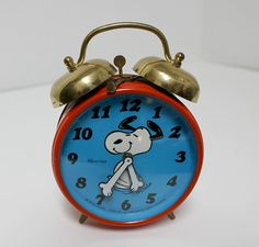 Vintage Snoopy Alarm Clock Vintage Alarm Clocks, Retro Clock, Vintage Stuff, Retro Vintage, Time Cartoon, Classic Clocks, Tic Toc, Snoopy And Woodstock, Peanuts Gang