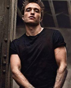 Robert Pattinson photographed for Dior Homme 'I'm Your Man' Robert Pattinson Twilight, Robert Pattinson Dior, Edward Pattinson, Twilight Edward, Twilight Saga, Robert Douglas, King Robert, David Dobrik, Gilbert Blythe