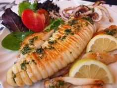 Cocinando con Lola García: Calamar a la plancha Kitchen Dishes, Fresh Rolls, Sushi, Chili, Favorite Recipes, Yummy Food, Ethnic Recipes, Salsa, Presentation