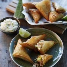 Loempiapakketjes met garnalen en limoen Food Pictures, Family Meals, Sweet Potato, Fries, Dairy, Potatoes, Cheese, Snacks, Dishes