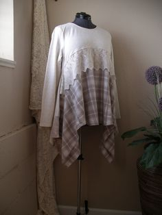 CycleOnStitches Lagenlook Tunic/ Off White Beige Top/ Medium to X Large by CycleOnStitches on Etsy