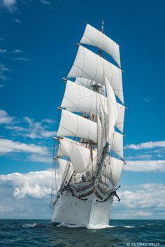Clean Ocean, Old Sailing Ships, Man Of War, Nature Gif, Antwerp, Oceans Of The World, Lisbon, Tall Ships, Galaxy Wallpaper
