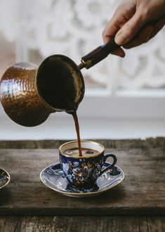 Cappuccino - How To Make This Rich, Dark Coffee - I Love Coffee, Coffee Break, Morning Coffee, Turkish Coffee Cups, Arabic Coffee, Italian Coffee, Coffee Cafe, Coffee Drinks, Joe Coffee
