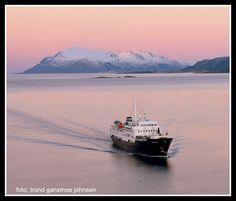 MS Lofoten på sør gjennom Sortlandsundet med Andøya i bakgrunnen, januar 2015. foto: Trond Gansmoe Johnsen.