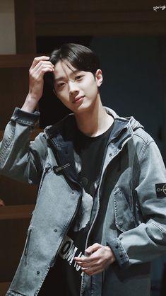 Guan Lin, Lai Guanlin, Lee Daehwi, Produce 101 Season 2, Kim Jaehwan, Ji Sung, South Korean Boy Band, Boy Bands, Leather Jacket