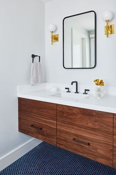 In the bathroom of a mid-century modern California home, deep-colored tile floors are paired with crisp white walls and a large mirror, adding a depth and lightness that enlarges the space. Modern House Design, Modern Interior Design, Home Design, Design Ideas, Design Inspiration, Midcentury Modern, Midcentury Ranch, Danish Modern, Modern Rustic