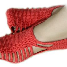 Let's learn to make one of the most elegant and Unique crochet slippers. As you already know crochet slippers come in all sizes and designs and as usual they're very useful and comfortable. Easy Crochet Slippers, Crochet Slipper Pattern, Crochet Sandals, Crochet Shoes, Crochet Patterns, Crochet Ideas, Quick Crochet, Unique Crochet, Free Crochet