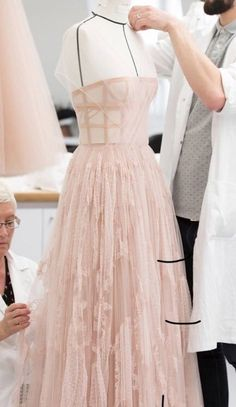 𝒹𝑒𝒶𝓃𝓃𝑒 on - Haute Couture Dior Haute Couture, Haute Couture Dresses, High Fashion, Fashion Beauty, Dior Dress, Couture Details, Couture Sewing, Glamour, Jean Paul Gaultier