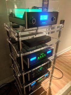 Simply stunning! A full McIntosh Laboratory Inc. system with our Accordeon XL4 plexi. Thank you Andrew for sharing with us! #bassocontinuo #audiorack #madeinitaly #thebestornothing #wewillrackyou #mcintosh #plexiglas #hifiporn #highendaudio #design #luxury #vinyl #turntable #vinylshelf #amazing #stunning #picsoftheyear #hifi #altafedeltà #accordeon #referenceline