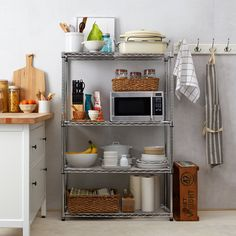 Much of those homeowners are aiming to not only modification the look of their kitchen, however likewise change the feel of it. Kitchen Bookshelf, Kitchen Shelf Decor, Kitchen Rack, Kitchen Decor Themes, Kitchen Storage, Home Decor, Kitchen Dining, Living Room Interior, Kitchen Interior