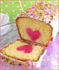 Cake coeur caché spécial Fête des mères Köstliche Desserts, Delicious Desserts, Baking Recipes, Cake Recipes, Food Humor, Cake Cookies, Vanilla Cake, Baked Goods, Sweet Recipes