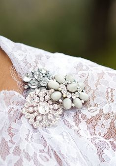 Use your favourite brooches to add interest to your favourite dress! #dressingup #pins