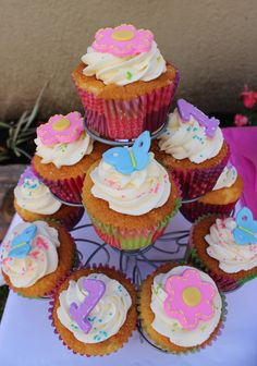 Flower and butterfly cupcakes by Violeta Glace