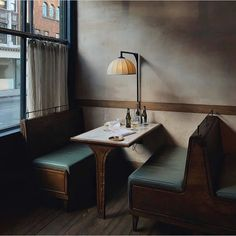 The Vintage Restaurant New York That Will Make Your Day Brighter! Vintage Restaurant, Restaurant New York, Modern Restaurant, Cafe Restaurant, Industrial Restaurant, Bar Interior, Restaurant Interior Design, Interior And Exterior, Cozy Cafe Interior