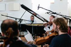 Dienstag, 12.05., 17:00 Uhr – Weißensee, Studio Boerne: Chilly Gonzales hat zusammen mit dem Kaiserquartett eine Spotify-Session gespielt. Ich hätte fast vergessen zu atmen. © Matze Hielscher