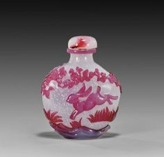 Chinese carved overlay glass snuff bottle