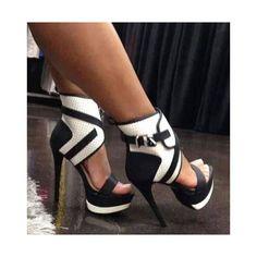moda de luxo vintage - explorando o Rise of the Secondhand . Hot Shoes, Crazy Shoes, Me Too Shoes, Dream Shoes, Zapatos Shoes, Shoes Heels, Gladiator Shoes, Louboutin Shoes, Christian Louboutin