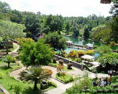 Taman Narmada terletak di Desa Lembuah, Kecamatan Narmada, Kabupaten Lombok Barat, sekitar 10 kilometer sebelah timur Kota Mataram, Nusa Tenggara Barat. Taman dengan luas 2 ha ini dibangun pada tahun 1727 oleh Raja Mataram Lombok...