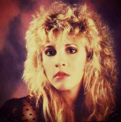 Stevie Nicks......SO DAMMMM BEAUTIFUL