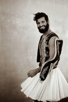 toineaunaturel:  Model Mihalis Kampourakis by photographer Kim de Molenaer