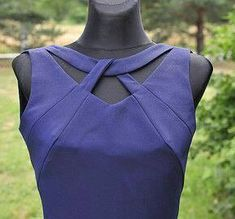 Przygotowania do szycia twisted cut out Neckline Designs, Kurti Neck Designs, Dress Neck Designs, Sleeve Designs, Blouse Designs, Sewing Dress, Sewing Clothes, Blouse Patterns, Sewing Patterns