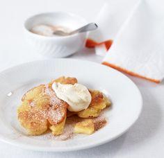 Frisch gebackene Äpfel in Teighülle - mit Zimtzucker und Crème fraîche. Welch ein Finale!