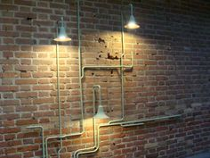 since i have seen it in Amsterdam last week i am in love with the lamp of ontwerpduo running on walls or ceiling!!!   depuis que j'ai vu ça...