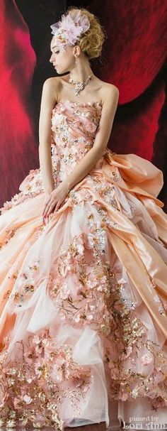 Stella de Libero jaglady A little to much frill, but you could definitely make this a little darker:). Stunning Dresses, Beautiful Gowns, Pretty Dresses, Beautiful Outfits, Amazing Dresses, Gorgeous Dress, Glamour, Evening Dresses, Prom Dresses