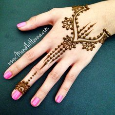 125 Stunning Yet Simple Mehndi Designs For Beginners Pretty Henna Designs, Rose Mehndi Designs, Mehndi Designs For Beginners, Beautiful Mehndi Design, Mehndi Designs For Hands, Simple Mehndi Designs, Henna Tattoo Designs, Simple Mehndi Patterns, Mehndi Simple