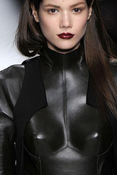 Fall 2009 Ready-to-Wear  Chalayan  Model  Sheila Marquez