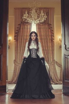 Refined Gothic Victorian Style - For costume tutorials, clothing guide, fashion inspiration photo gallery, calendar of Steampunk events, & more, visit SteampunkFashionGuide.com