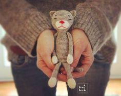 #amineko love  . Yarn: @Schachenmayr REGIA Hook: 2,5 mm Measurement: 21 cm Pattern : Nekoyama . Muss ich mir Sorgen machen? Schon wieder passt meine Kleidung zum Amigurumi  etwas so wie bei Frauchen und Hund  . #amigurumis #amigurumi #crochet #häkeln #luiluhhandmade #crochetanimal #häkeltiere #katze #cat #kawaii #kawaiicrochet #grey #cute #schachenmayr