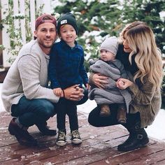 Cute Family of 4 Cute Family, Baby Family, Family Goals, Family Kids, Family Portraits, Family Photos, Cute Kids, Cute Babies, Cara Loren