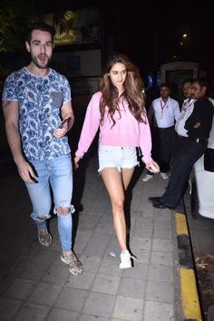 Disha Patani Shows Us How Keep Things Hot And Casual This Winter Fresh Outfits, Short Outfits, Trendy Outfits, Girl Outfits, Bollywood Actress Hot Photos, Bollywood Girls, Bollywood Fashion, Disha Patni, Casual Indian Fashion