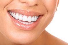Si deseas blanquear tus dientes de forma natural y sin dañarlos, prueba con estos trucos caseros y consigue una sonrisa envidiable.