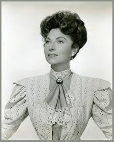 RarePixVintagesActresses's blog - Page 15 - RARE PIX VINTAGE ACTRESSES - Skyrock.com Hollywood Stars, Classic Hollywood, Old Hollywood, Agnes Moorehead, Bewitched Elizabeth Montgomery, Star Actress, Classic Movie Stars, Famous Women, Famous People