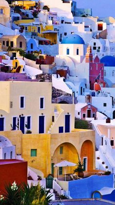Greece Wallpaper, Best Greek Islands, Colourful Buildings, Colorful Houses, Santorini Greece, Santorini Island, Mykonos, Beautiful Places To Travel, Greece Travel