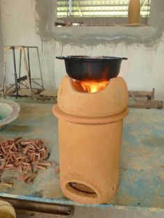 The ceramic gasification stove created in partnership with Senor Carela