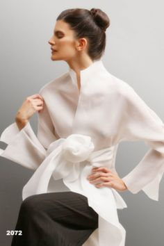 70 Fashionable Organza Outfit Looks Petite Outfits, Petite Dresses, Super Moda, Petite Fashion, Womens Fashion, Fashion Details, Fashion Design, Tie Front Blouse, Silk Organza