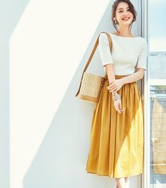 Combine your style with minimalist Tshirt and skirt. Casual Work Outfits, Mode Outfits, Korean Outfits, Classy Outfits, Skirt Outfits, Casual Dresses, Work Fashion, Modest Fashion, Skirt Fashion