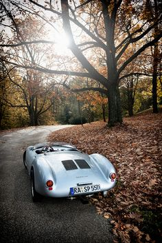 The Porsche 550 Spyder was introduced in 1953 at the Paris Motor Show. The 550 became known as Spyder or RS, and gave Porsche its first overall win in a major sports car racing event, the 1956 Targa Florio. Porsche Classic, Classic Cars, Porsche 550 Spyder, Porsche Autos, Porsche Cars, Porsche Boxster, Auto Motor Sport, Sport Cars, Race Cars