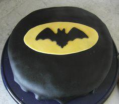 Nananananaaaaaaaaa Batman …. oder grrrrrrrrrr Hulk!!! Da ich michzwischen den vielen Superhelden nicht entscheiden konnte, kommt aus dieser Batman-Torte der Hulk-Kuchen beim Aufschneiden zum …