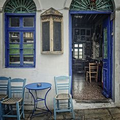 Mouggos- which in Greek means mute - coffee shop. Kos, Greek Cafe, Chios Greece, Greek House, Café Bar, Coffee Places, Greece Islands, Tuscan Decorating, Beautiful Interiors