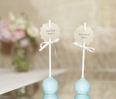 Cake pop place settings? Adorable! I love this easy DIY idea for parties, events or weddings. Image by studiosomething #cakepop #placesetting #party #wedding #DIY #studiosomething