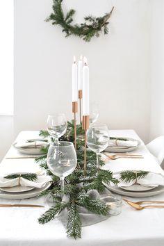 how to create a modern christmas tablescape - Tabelle Ideen Noel Christmas, Modern Christmas, Country Christmas, Simple Christmas, White Christmas, Minimal Christmas, Elegant Christmas, Scandinavian Christmas, Christmas Ideas
