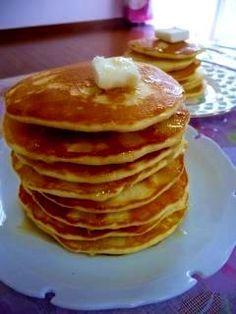 楽天が運営する楽天レシピ。ユーザーさんが投稿した「保存版★ふっわふわ絶品パンケーキ(計量カップで) 」のレシピページです。ウルトラミックス(美味しいパンケーキミックス)を目標に作りました。薄焼きだけどふわっふわ。体験してみて~(*´∇`*)。パンケーキ。卵,砂糖,塩,小麦粉,ベーキングパウダー,牛乳,サラダ油(生地に混ぜる),サラダ油 Pancakes, Breakfast, Recipes, Food, Breakfast Cafe, Meal, Eten, Pancake, Hoods
