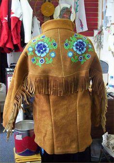 Karen Wright-Fraser | NWT Arts Native Beadwork, Native American Beadwork, Mountain Man Clothing, Beading Patterns, Floral Patterns, Ribbon Shirt, Beaded Jacket, Nativity Crafts, Peyote Beading