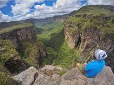 No meio da imensidão do Parque Nacional da Chapada Diamantina está um dos trekking mais procurados eleito entre os praticantes como um dos mais lindos do mundo.  É o do Vale do Pati! Olha o visual desse lugar!!  O @diogobessa07 encarou o desafio e olha que foto incrível ela tirou de lá   Compartilhe você também suas dicas e fotos usando a hashtag # blogmochilando  #blogmochilando #brasil #bahia #chapada #chapadadiamantina #parquenacional #trekking #valedopati #visual #dicasdeviagem