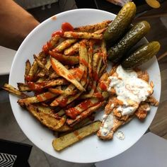 FIT placuszki drobiowe z warzywami i serem - Mocne Kalorie Kung Pao Chicken, Sausage, Bacon, Recipies, Pizza, Meat, Cooking, Breakfast, Ethnic Recipes
