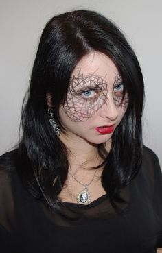 Beauty, Fashion, Literatur und Inspirationen:   [Halloween-Special] Costumes out of my Closet - Teil IV: The Fence Girl  http://lucciola-test.blogspot.de/2014/10/halloween-special-costumes-out-of-my_14.html